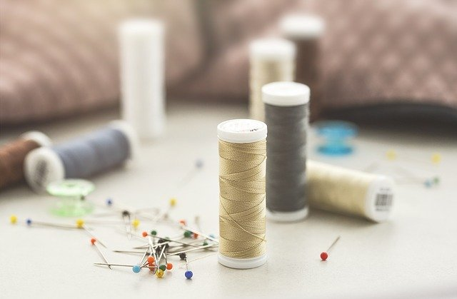 Sewing needles and threadAtelier Couture